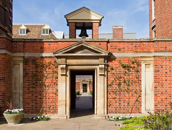 bell_archways_st_catherines_college-600